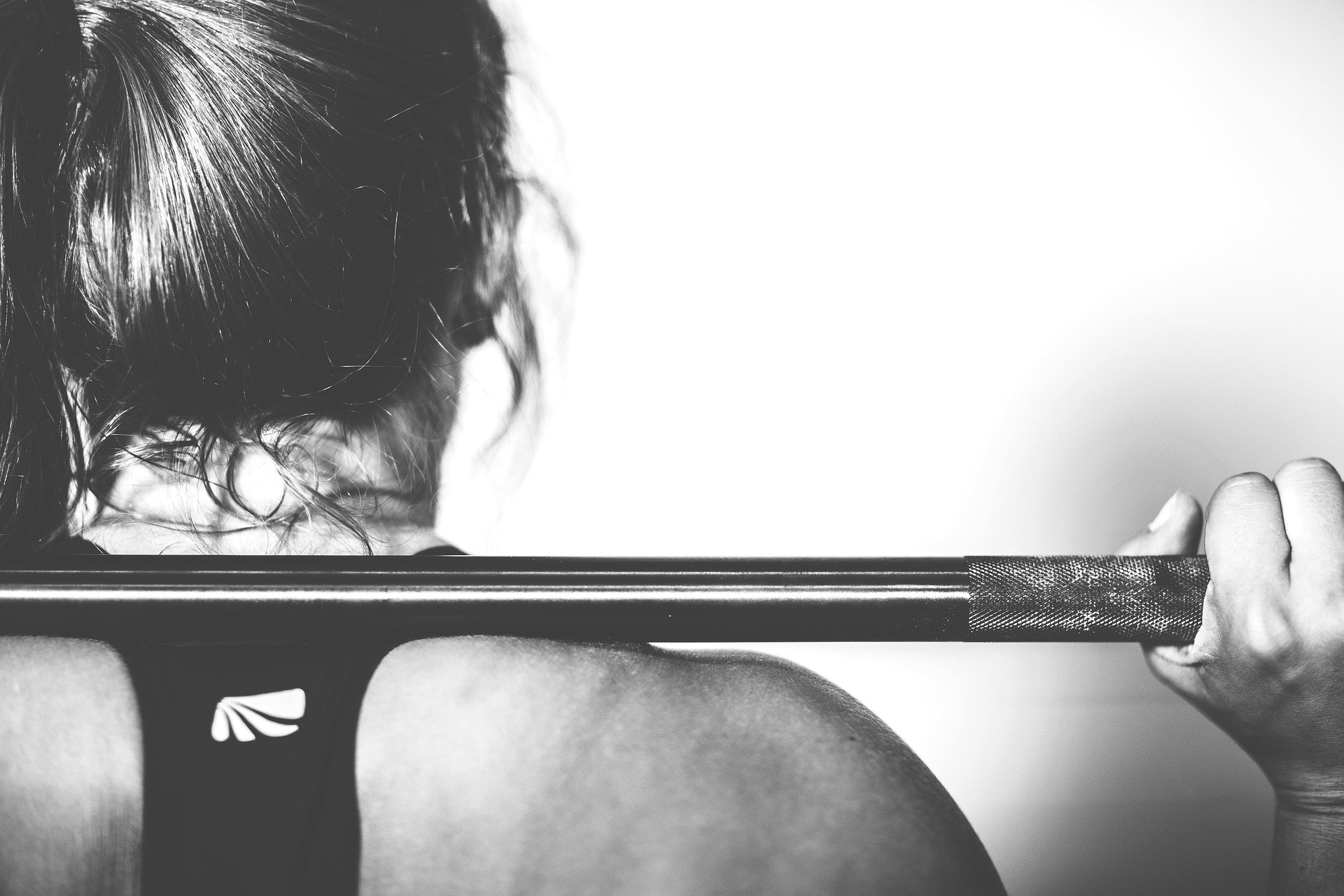 girl lifting weights workout crossfit